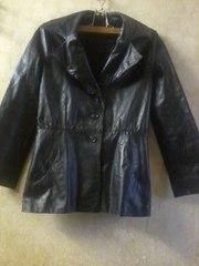 Куртка кожаная на пуговицах чёрного цвета